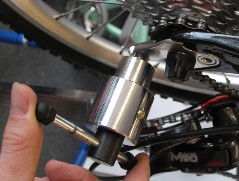 attach-hanger-tool-to-hanger.jpg
